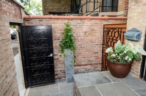 1740 N wells - front gate