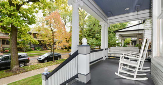 5438 N Lakewood front porch